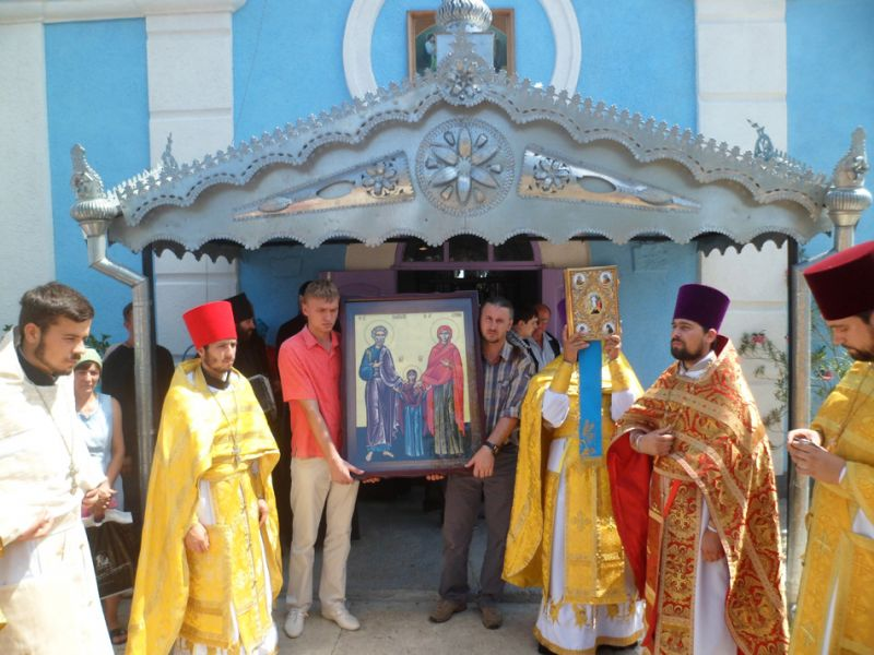 """583162592 La mănăstirea Ţâpova a fost adusă o icoană cu chipurile """"Sf. Ioachim şi Ana"""""""